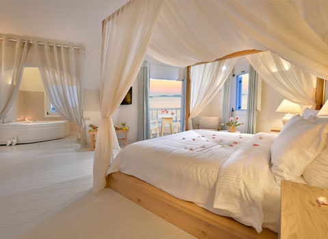 Cyclades Junior or Honeymoon 1-bedroom sea view