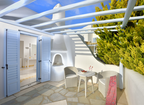 Mykonos 3-bedroom garden suite outdoor shared jacuzzi